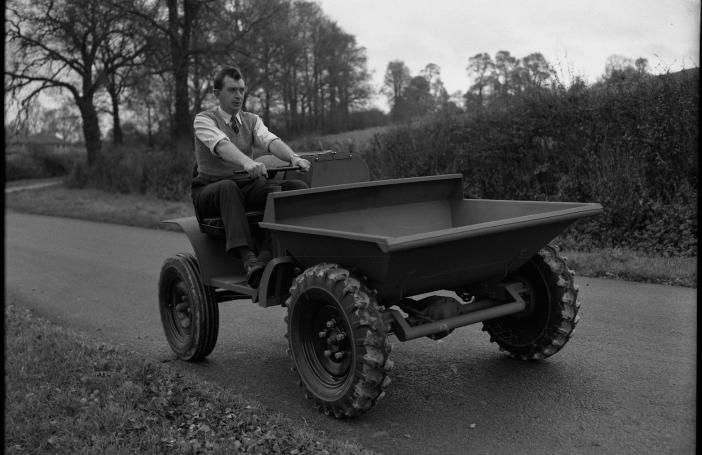 Kolový dumper Thwaites v roce 1953